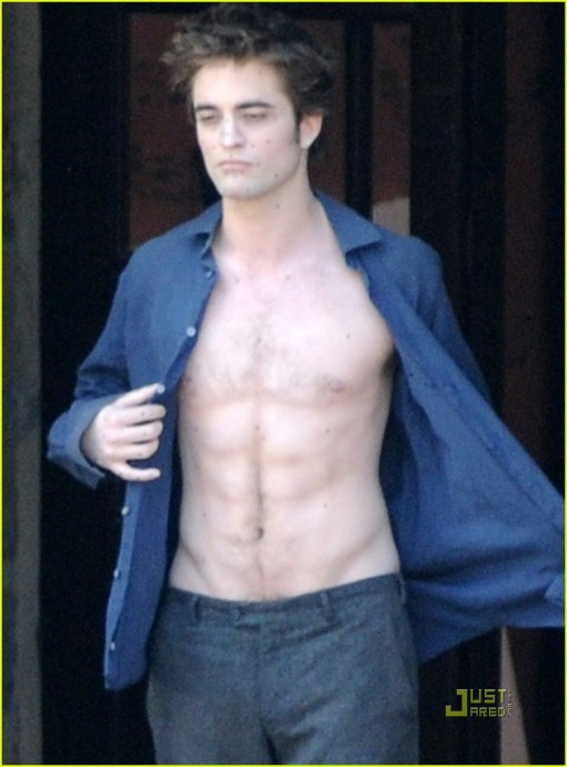 robert-pattinson-new-moon-shirtless-02