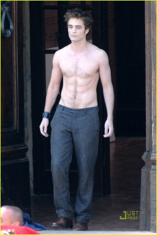 robert-pattinson-new-moon-shirtless-03