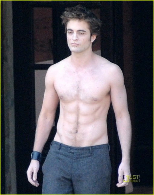 robert-pattinson-new-moon-shirtless-10