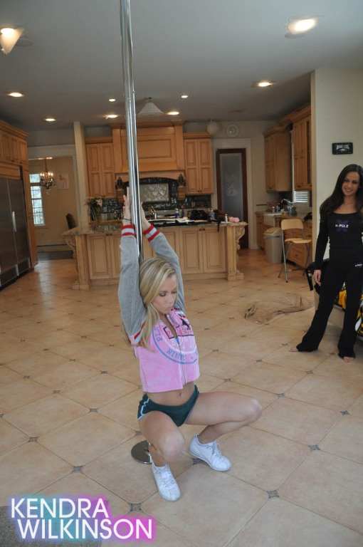 kendra-wilkinson-stripper-pole-04
