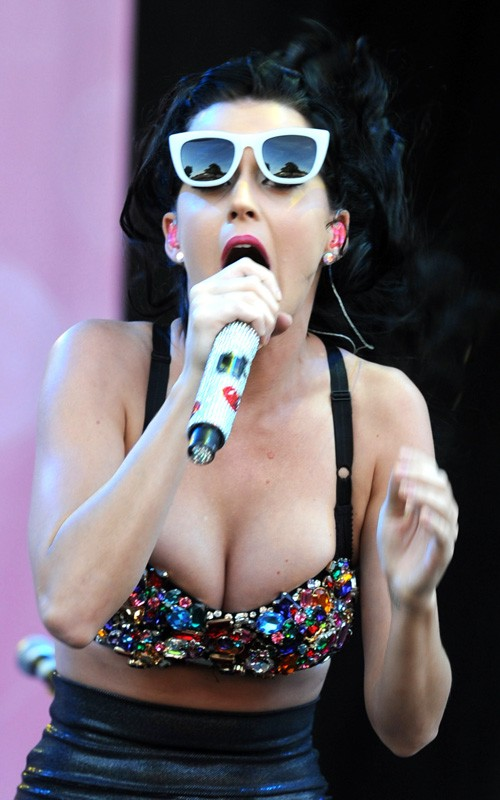 katy-perry-touch-15