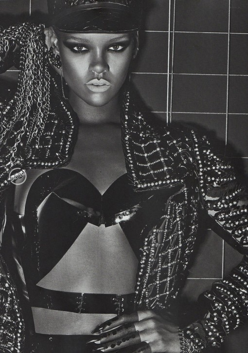 rihanna-topless-vogue-italy-05