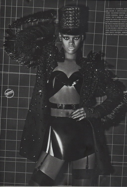rihanna-topless-vogue-italy-06